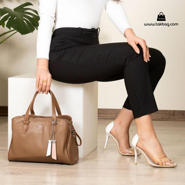کیف دستی زنانه کد RM-2233 برند ماندیرو رنگ کافی با مدل ( mandiro RM-2233 )