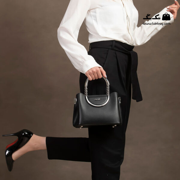 کیف رودوشی زنانه کد RM-2217 برند ماندیرو رنگ مشکی با مدل ( mandiro RM-2217 )